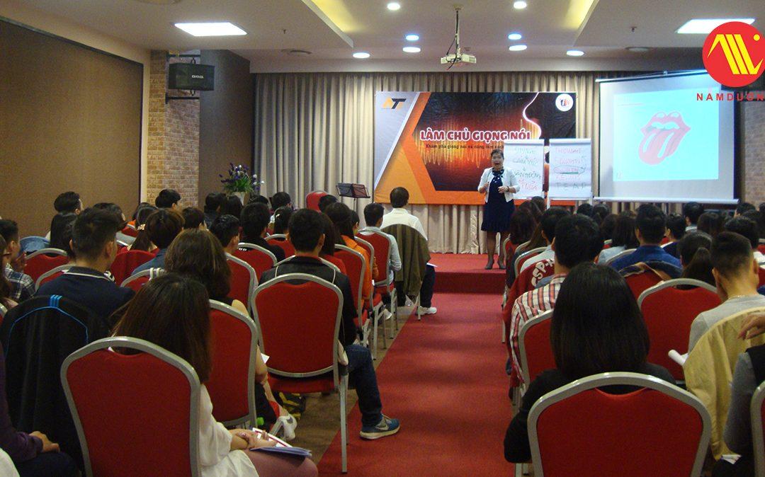 """Khóa học """"Làm chủ giọng nói"""" tại hội trường Nam Dương Centre"""