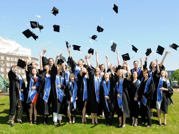 Tại sao thủ khoa ra trường hiếm khi giàu có và nổi tiếng bằng những người tốt nghiệp điểm số chỉ ở mức trung bình?